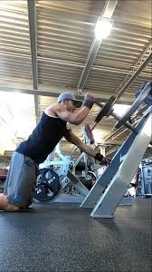Kneeling T Bar Presses